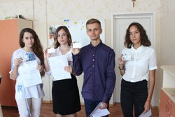 Migrants of Zhytomyr Region handed pupils the first passports of Ukrainian citizens at the First Bell