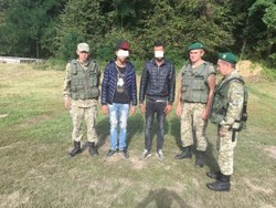 Border guards detained in Lviv region two illegal immigrants from Morocco and one from Iraq